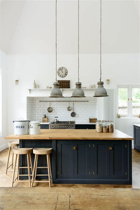 21 gorgeous pendant lights over an island bench | A House