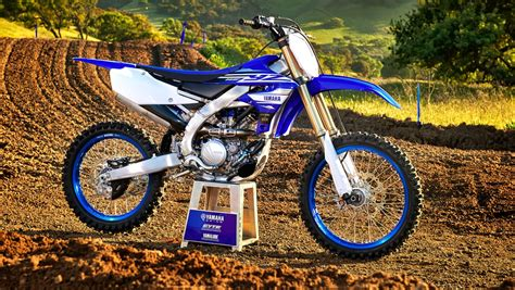 FIRST LOOK! 2019 YAMAHA YZ450F & ALL-NEW YZ250F