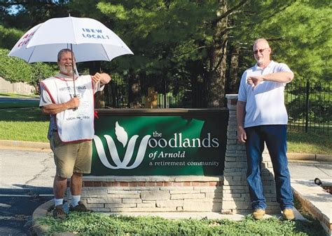 IBEW Local 1 gives thumbs down to Woodlands of Arnold
