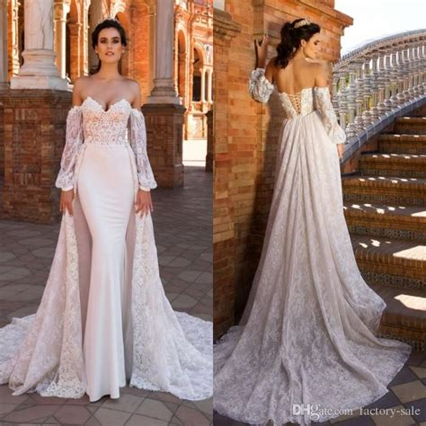 2017 Vintage Lace Wedding Dresses With Capes Long Sleeves