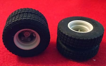 Moluminum Rubber Floats, Tires and Resin Wheels